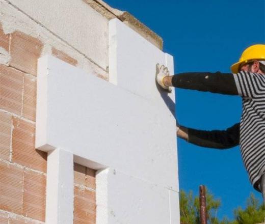 Isolamento della casa con prodotti per l'edilizia